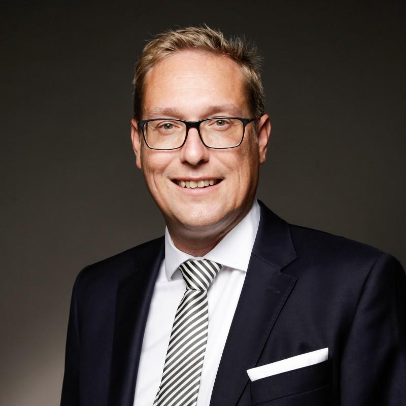 Dr. Björn Simon